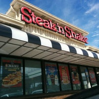 Photo taken at Steak 'n Shake by Basim M. on 9/26/2015