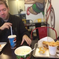Снимок сделан в Street Burger пользователем Igor A. 12/30/2014