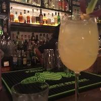 Foto tomada en Oliveria Cocktail Bar por Vegonik el 8/20/2017