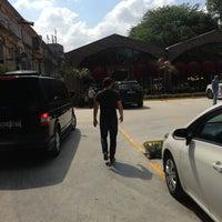 Photo taken at Agaoglu Bakirkoy Satis Ofisi by Samet B. on 6/27/2013
