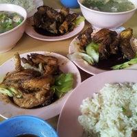 Foto diambil di Mancongkam Chicken Rice oleh Nana A. pada 11/17/2012