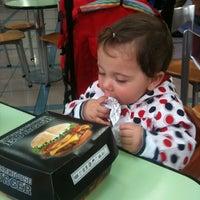 Photo prise au Burger King par 'Cansu T. le5/13/2013