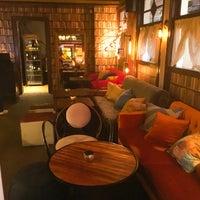 6/12/2016 tarihinde Aydin A.ziyaretçi tarafından Alexandra Cocktail Bar'de çekilen fotoğraf