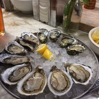 Photo prise au Swan Oyster Depot par Julia M. le10/29/2014