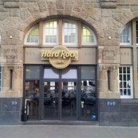 Das Foto wurde bei Hard Rock Cafe von Oliver J. am 5/2/2012 aufgenommen