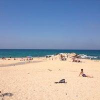 Photo prise au Karaburun Plajı par Ümit Ü. le7/6/2013