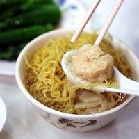Photo taken at Mak Man Kee Noodle Shop by Daniel A. on 5/29/2013