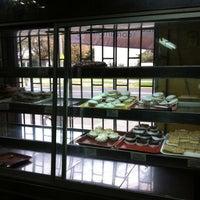 """Das Foto wurde bei Amasanderia, Pasteleria y Minimarket """"Rosita"""" von Byron F. am 5/1/2013 aufgenommen"""