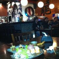Foto tirada no(a) Ryuu Sushi Bar por Cesar A. em 5/12/2013