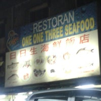 Photo taken at One One Three Seafood Restaurant (日日生海鲜饭店) by Ken L. on 5/30/2013