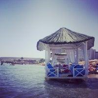 Das Foto wurde bei Alaçatı Beach Resort von belit am 7/28/2014 aufgenommen