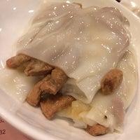 Photo taken at Lotus Garden Dessert Shop 蓮園甜品 by Jasnow on 12/13/2013