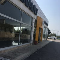 Photo taken at Renault/Kaptanoğlu Otomotiv by Ahmet D. on 9/20/2017