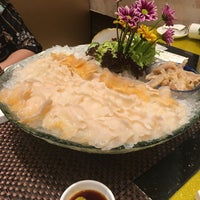 Photo taken at 中國名人海鮮火鍋飯店 | Estabelecimento de China Famous People by David C. on 4/27/2018