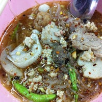 Photo taken at Macau Tomyum Noodle by Siwabhorn A. on 5/15/2013