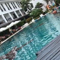Photo taken at Sawaddi Patong Resort   Patong Beach Hotel by 南北 東. on 1/16/2017