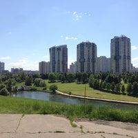 6/3/2013 tarihinde Yura B.ziyaretçi tarafından Парк Олимпийской деревни'de çekilen fotoğraf