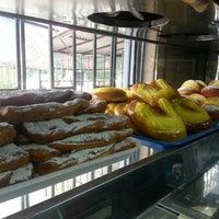 """Das Foto wurde bei Amasanderia, Pasteleria y Minimarket """"Rosita"""" von Hector F. am 5/2/2013 aufgenommen"""