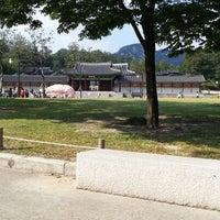 Photo taken at 서울시립미술관 경희궁분관 by Seong-Jik K. on 10/7/2012