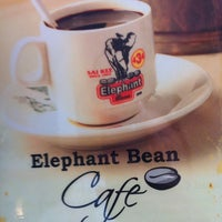 Photo taken at 434 Elephant Bean Cafe by Adenn Lim 洺. on 11/8/2012