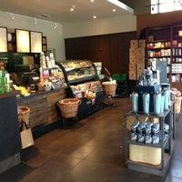 Foto scattata a Starbucks da Jorge O. il 7/13/2013