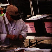 Foto tirada no(a) U Street Flea Market por Michael B. em 6/2/2014