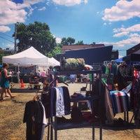 Foto tirada no(a) U Street Flea Market por Michael B. em 6/7/2014