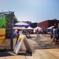 Foto tirada no(a) U Street Flea Market por Michael B. em 4/26/2014