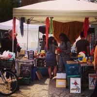 Foto tirada no(a) U Street Flea Market por Michael B. em 4/20/2014