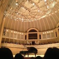 6/2/2013 tarihinde Daniel A.ziyaretçi tarafından Symphony Center (Chicago Symphony Orchestra)'de çekilen fotoğraf