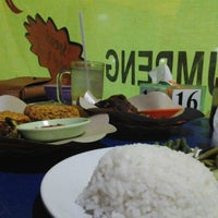 Photo taken at Nasi Tempong Nusantara by Ayu alit R. on 10/21/2013