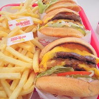 Photo taken at In-N-Out Burger by Layne 💛 M. on 7/15/2013