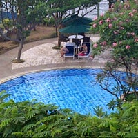 Photo taken at Swimming pool - Mercure Hotel by Fungki A. on 10/24/2013