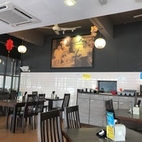 Photo taken at Uncle Xian Noodles House 阿贤猪肉丸拉面馆 by Justin T. on 2/24/2018