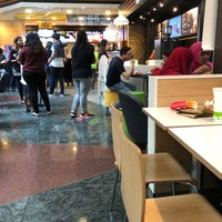 Photo taken at McDonald's & McCafe by Stanley L. on 11/10/2017