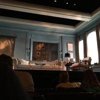 Foto tirada no(a) Hudson Theatre por Andrew B. em 11/19/2017