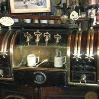 Foto tomada en McSorley's Old Ale House por Drew S. el 4/3/2013