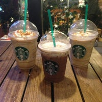 6/25/2013 tarihinde Puriya K.ziyaretçi tarafından Starbucks'de çekilen fotoğraf