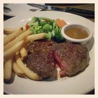 Photo taken at Outback Steakhouse by Yu-Min K. on 2/28/2013