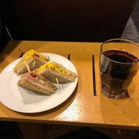 Photo taken at British Airways Terraces Lounge by Maximilian R. on 11/24/2017