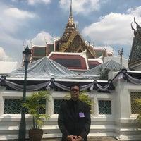 Foto tirada no(a) Dusit Maha Prasat Throne Hall por gus em 5/25/2017