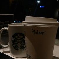 Photo prise au Starbucks par Adhy E. le10/26/2017