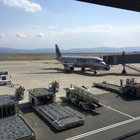 Photo taken at KIX Gate 25 関西国際空港 25番ゲート by Yukihiro K. on 3/7/2017