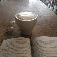 Foto tomada en Bittersweet Chocolate Cafe por Alex K. el 3/25/2018
