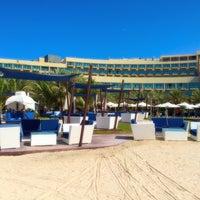 11/1/2015 tarihinde Nina G.ziyaretçi tarafından Platinum Black Salon - Rixos Hotel The Palm'de çekilen fotoğraf