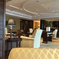 Foto tirada no(a) Le Royal Club Lounge por Jeanette S. em 6/15/2017
