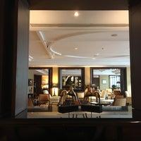 Foto tirada no(a) Le Royal Club Lounge por Jeanette S. em 8/24/2017