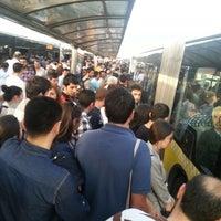 5/21/2013 tarihinde Türkay M.ziyaretçi tarafından Cevizlibağ Metrobüs Durağı'de çekilen fotoğraf