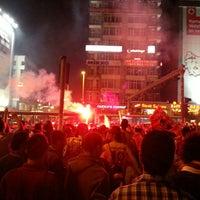 Foto scattata a Mecidiyeköy Meydanı da Tugay O. il 5/5/2013