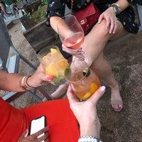 Foto scattata a Coltivare Pizza & Garden da Jennifer V. il 6/15/2018